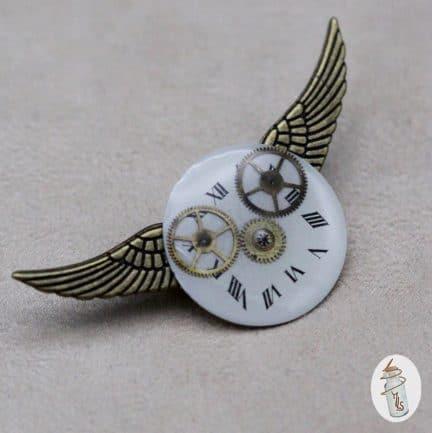 broche cadran Steampunk ailée la Manufacture de Lady S. bijoux Steampunk