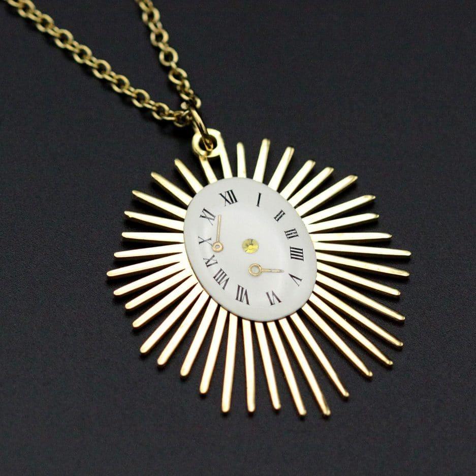 pendentif cadran solaire dore et blanc