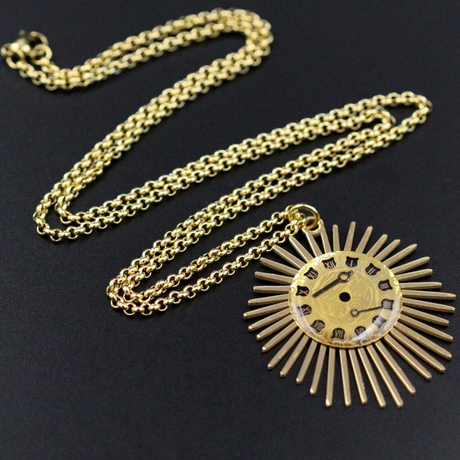 collier cadran solaire doré et noir