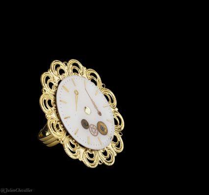 bague-cadran-et-estampe-dore-et-blanc-la-manufacture-de-lady-s-bijoux-steampunk-@julienchevallier